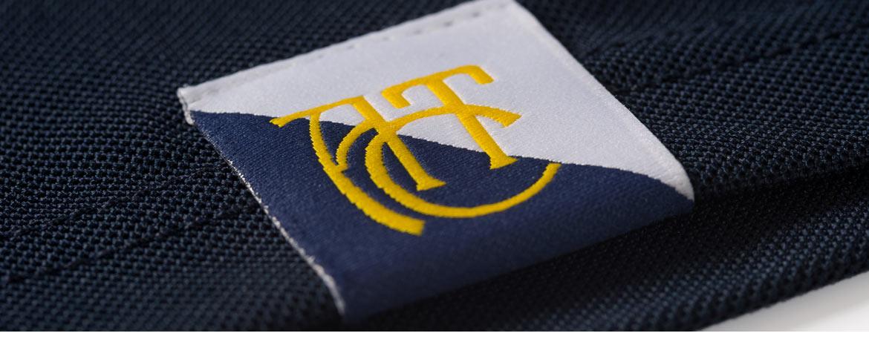 gewobenes Label an Poloshirt
