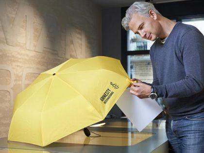 Amnesty International: Taschenschirme für Kunden