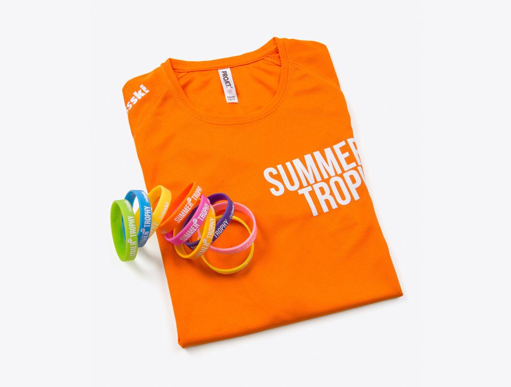 T-Shirt und Silikon-Kontrollband mit Logo beruckt