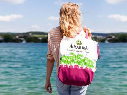 Alnatura lanciert die kultige Bio-Baumwoll-Tasche im Gewinnerdesign 2018