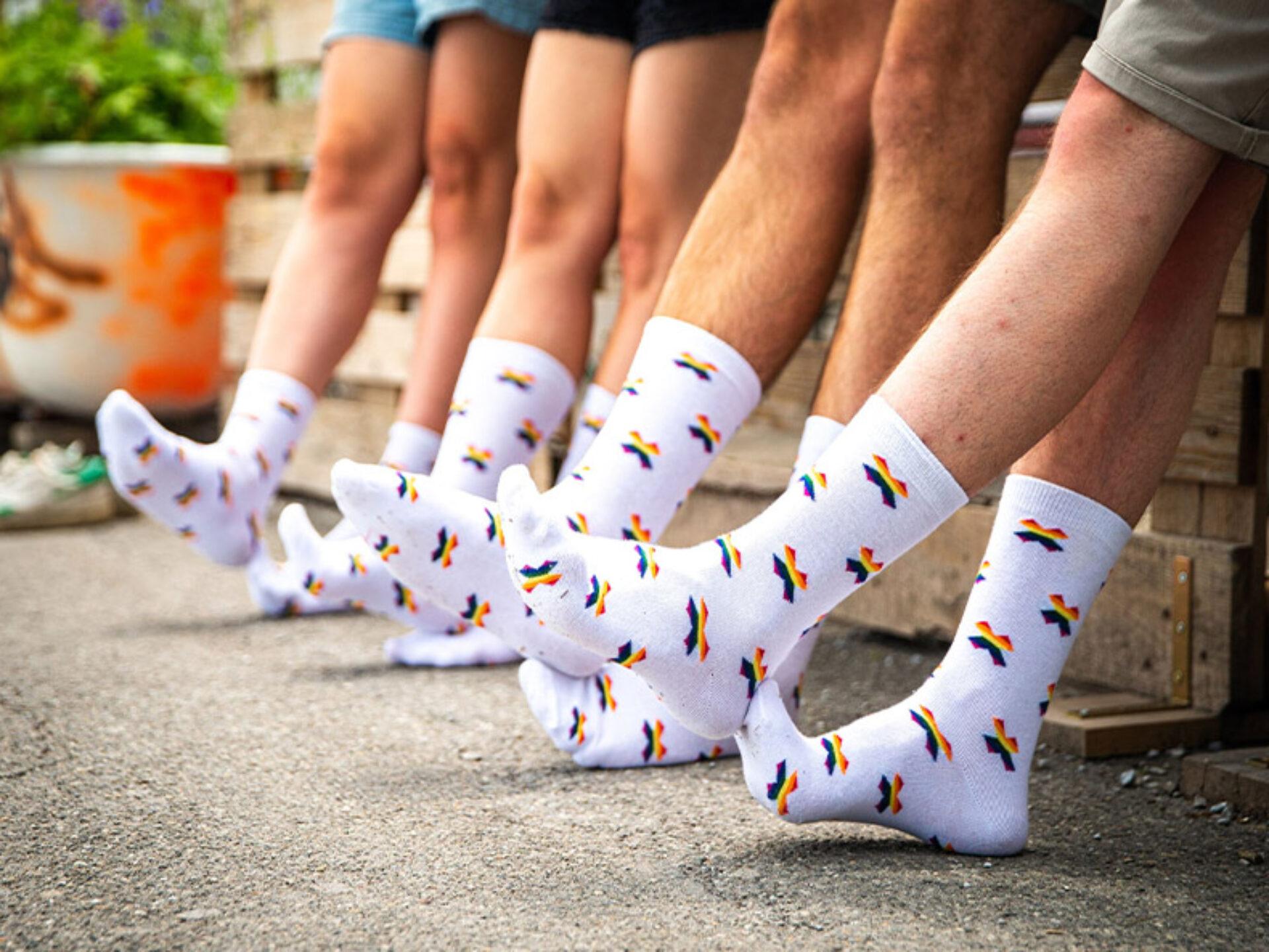 equality-socks-socken-mit-einwebung-bestellen-operation-libero