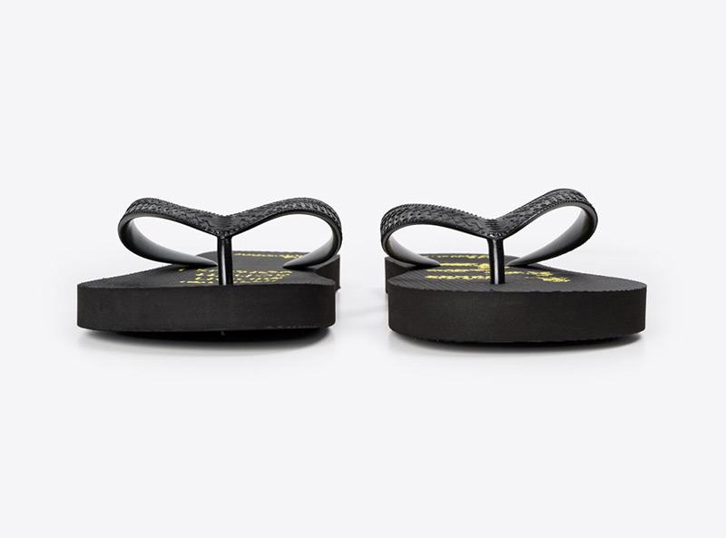 flip-flops-fuer-mitarbeiter-mit-logo-bedruckt-weber-ag