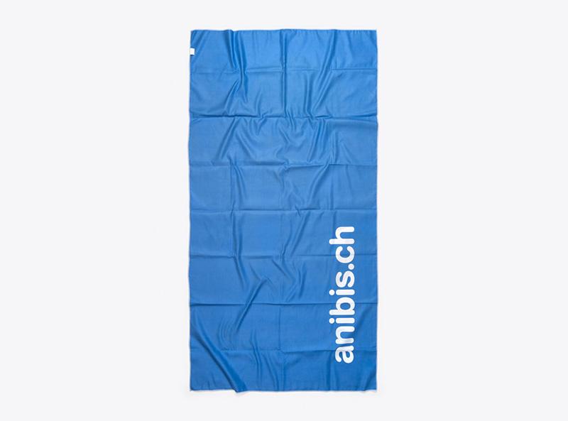 mikrofaser-badetuch-mit-logo-bedruckt-anibis-werbegeschenk
